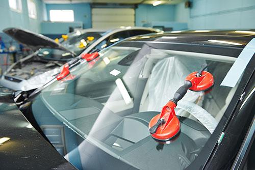 Autoglas-Reparatur und Austausch von Windschutzscheiben